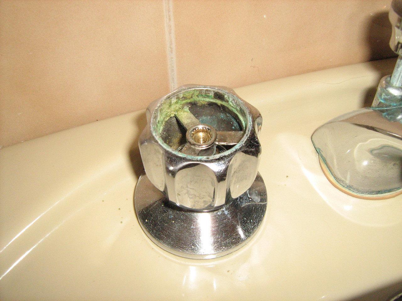 Riparare e sostituire la guarnizione ad rubinetto che cola - Rubinetti per il bagno ...