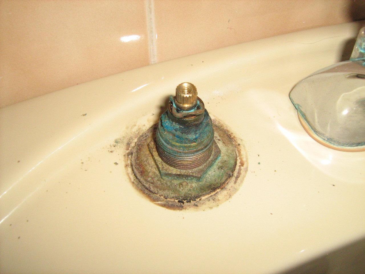 Riparare e sostituire la guarnizione ad rubinetto che cola - Rubinetto lavandino bagno ...