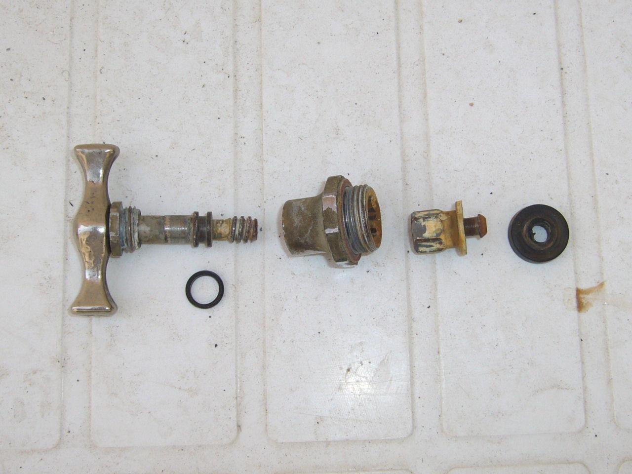 Cambiare la guarnizione di un rubinetto che gocciola - Cambiare rubinetto bagno ...