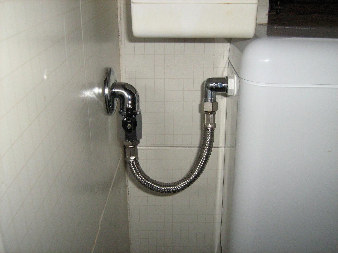 Vasca di scarico del water for Collegamento del tubo di rame al pvc