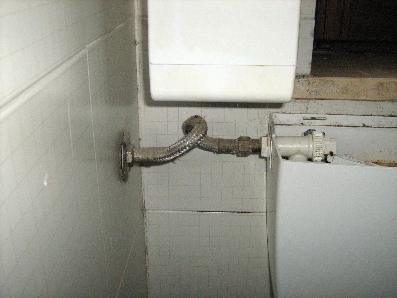 Vasca di scarico del water - Scarico acqua bagno ...