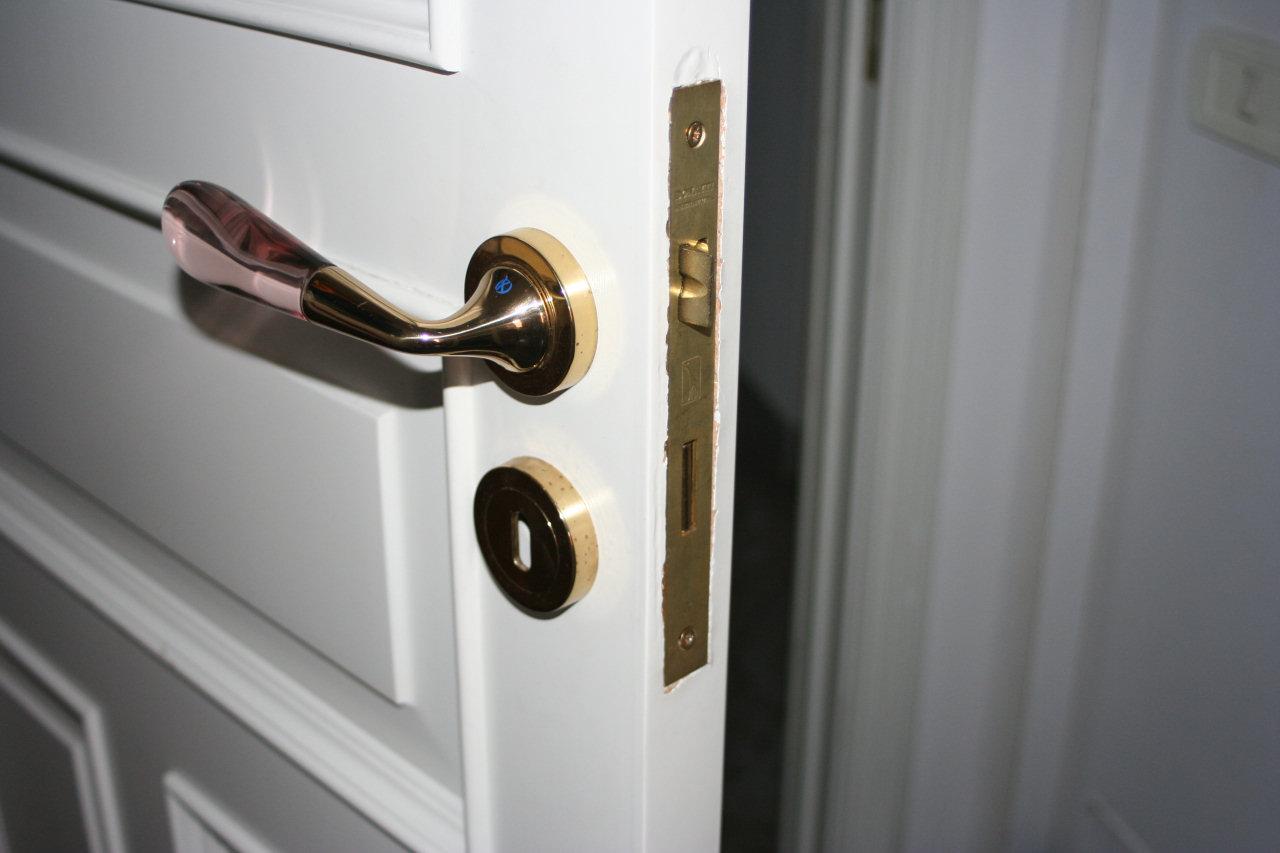 Cambiare la serratura ad incasso di una porta interna - Cambiare serratura porta ingresso ...