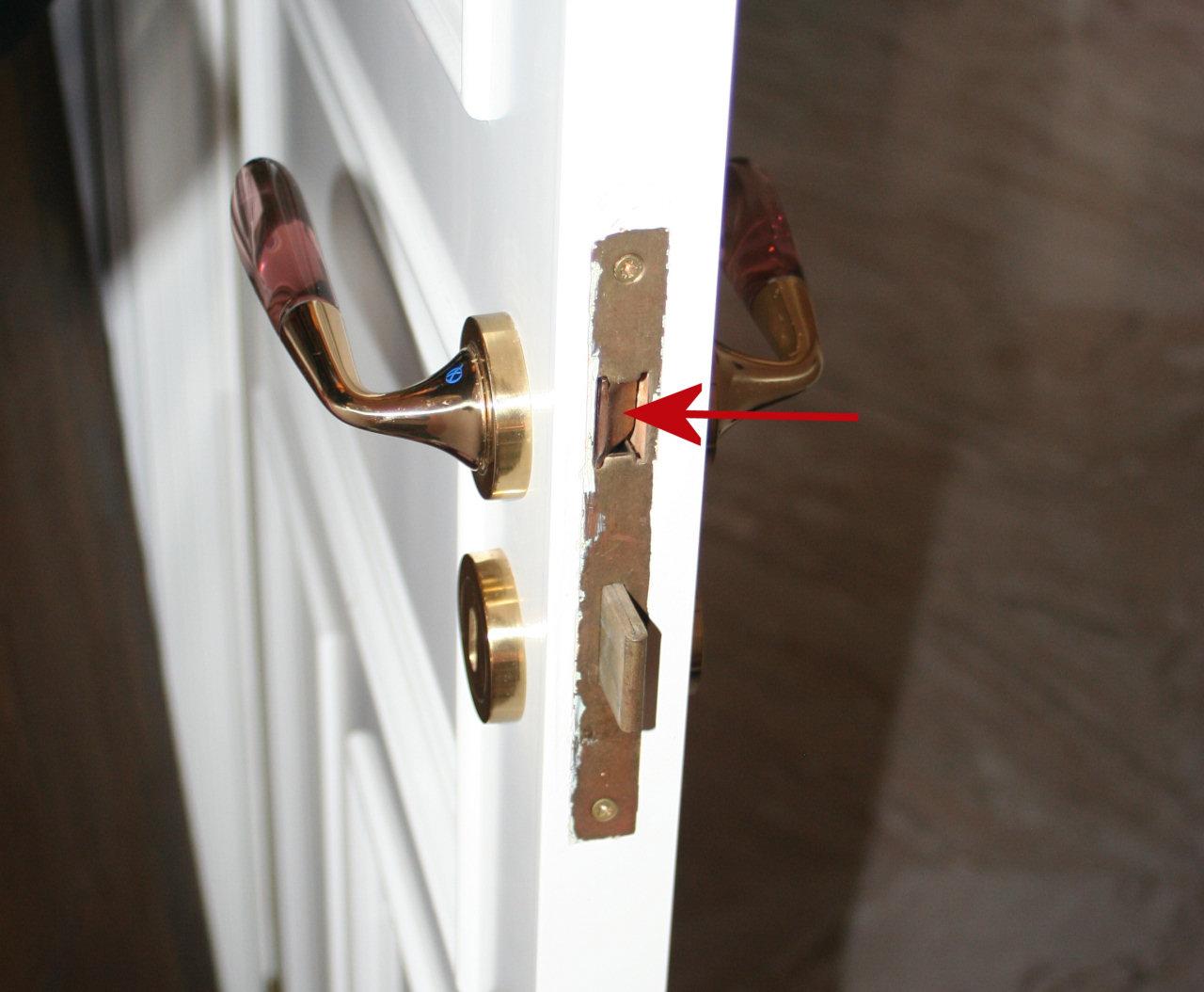 Cambiare la serratura ad incasso di una porta interna for Serratura bloccata chiave non gira