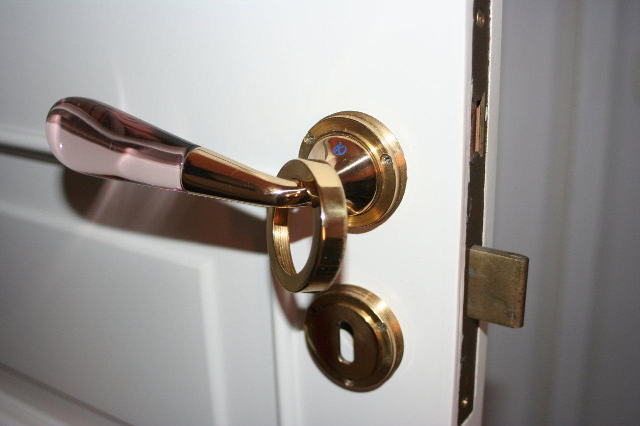 Cambiare la serratura ad incasso di una porta interna - Cambiare maniglia porta ...