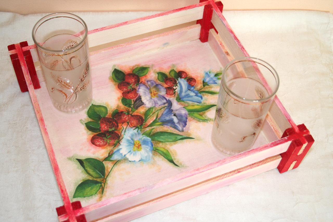 Vassoio cassetta con immagine di fragole - Decoupage su mobili in legno ...