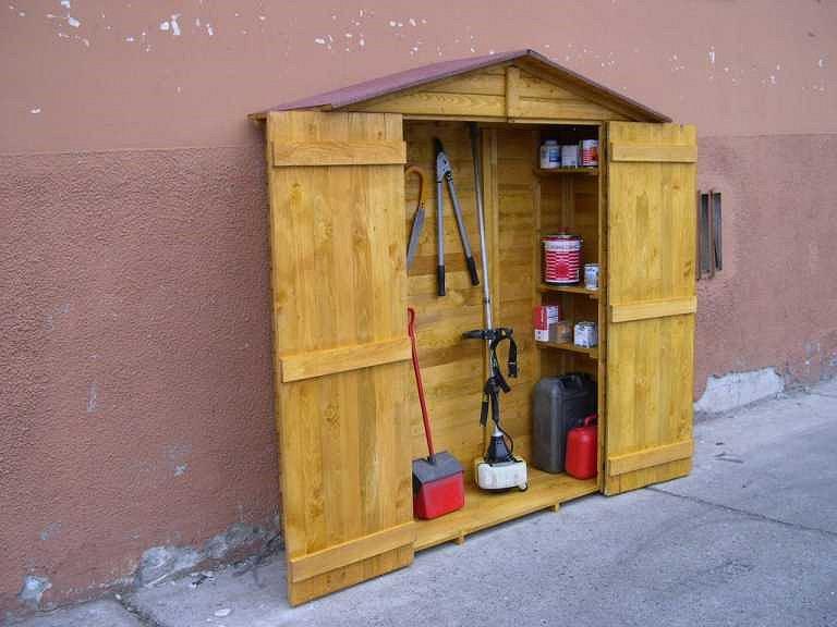 Armadio ripostiglio da esterno in legno terminali antivento per stufe a pellet - Mobile terrazzo legno ...