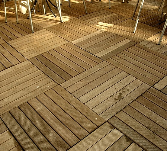 Pavimento in legno per esterno - Pavimentazione giardino senza cemento ...