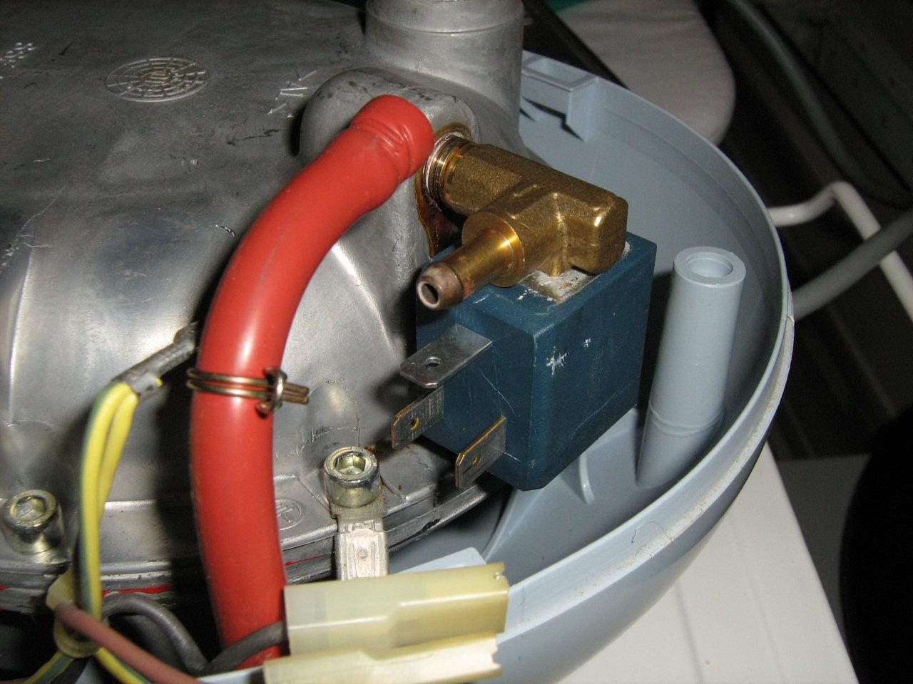 Sostituire elettrovalvola ferro da stiro a vapore - Smontare maniglia finestra senza viti ...