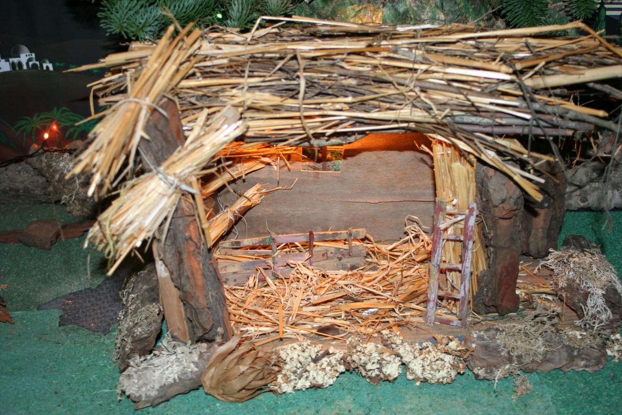Costruire un presepe tradizionale fai da te for Grandi capanne di tronchi