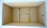 Studio fotografico con scatola di cartone